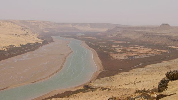 El río Draa de Marruecos, en cullos valles se encuentran muchos de los sitios rupestres del país