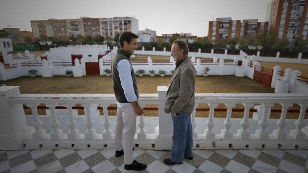 Juan Ortega y su maestro, Pepe Luis Vargas, en la Real Venta de Antequera