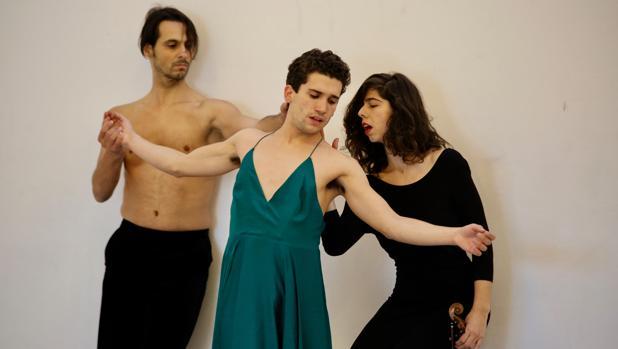 Igor Yebra, Jaime Lorente y Julia Castro, durante uno de los ensayos