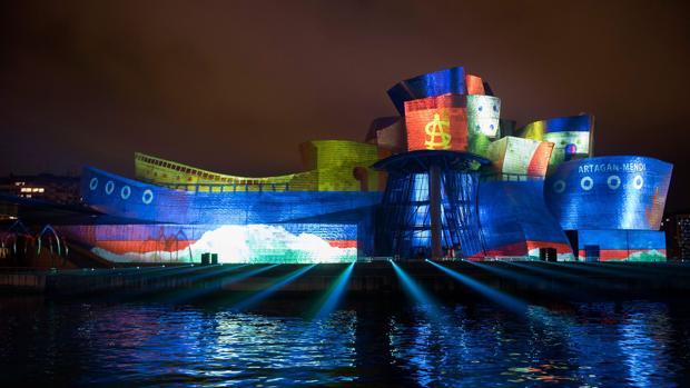 El museo bilbaíno «animó» su fachada en su XX aniversario con el espectáculo «Reflections»
