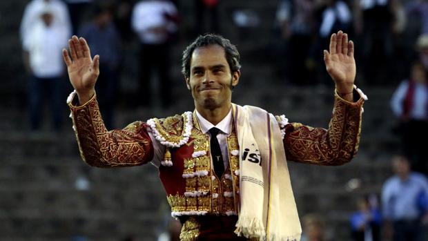 Luis Bolívar sale a hombros