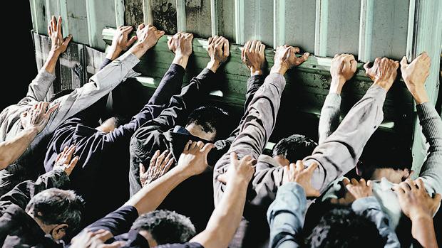 «People Pushing» (2007-2008), de Chen Chieh-Jen