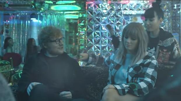 Instante del vídeoclip «End Game»