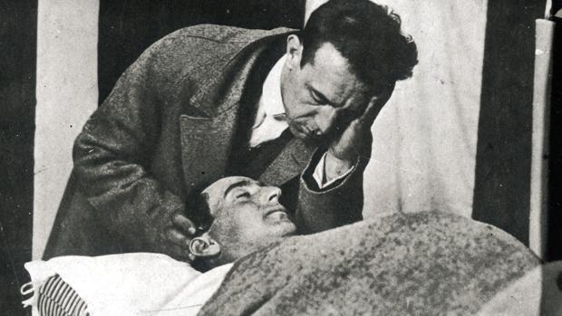 Sánchez Mejías vela el cadáver de Joselito
