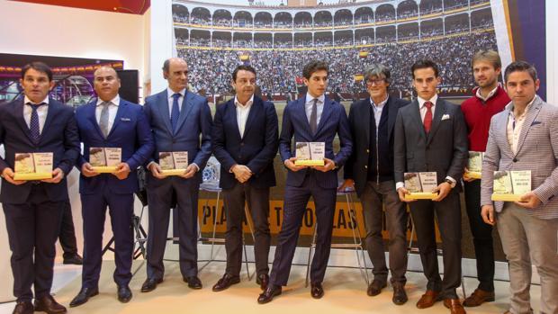 Simón Casas y Rafael Garrido, con los premiados en San Isidro 2017