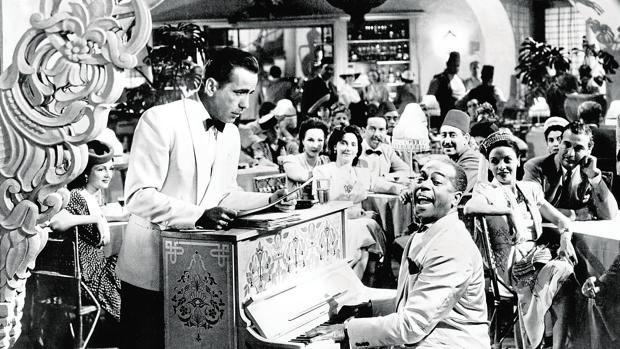 Humphrey Bogart, en una mítica escena de «Casablanca»