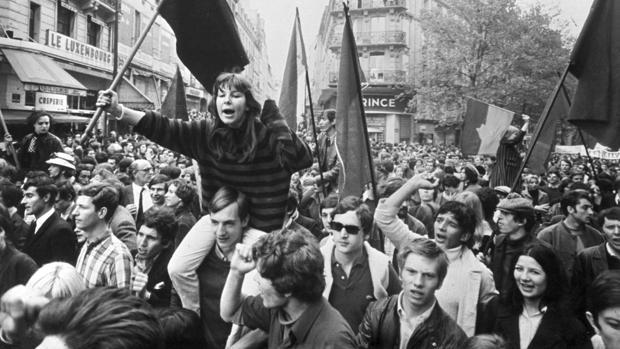 Un grupo de estudiantes, en una de las multitudinarias manifestaciones de mayo del 68
