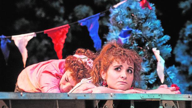 Cristina Marcos y Esther Isla, en un momento de «Una vida americana»