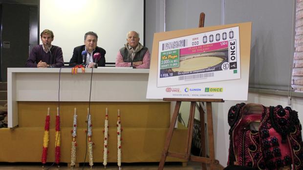 Acto de presentación del cupón de la ONCE dedicado a la plaza toledana