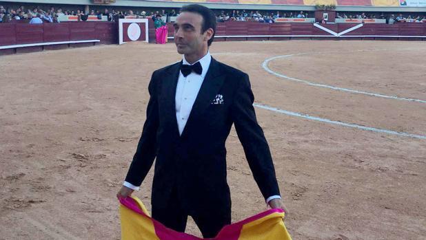 Enrique Ponce, de esmoquin en Istres