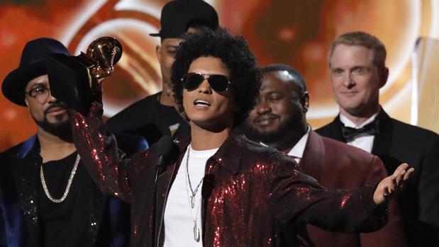 Bruno Mars celebra su Grammy a mejor álbum del año por «24K Magic»