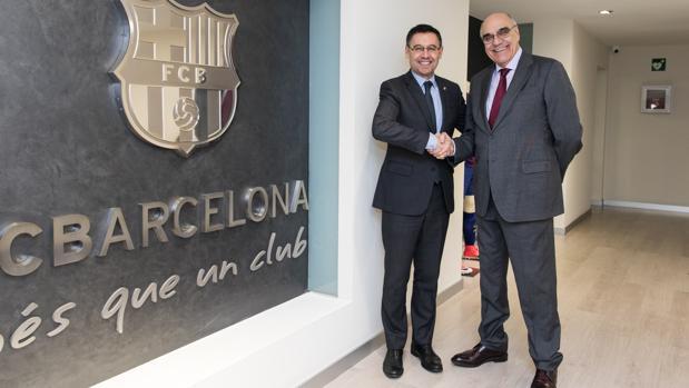 Josep Maria Bertomeu y Salvador Alemany, tras la firma del acuerdo
