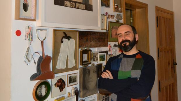 Manuel Antonio Domínguez posa para ABC en su casa de Madrid