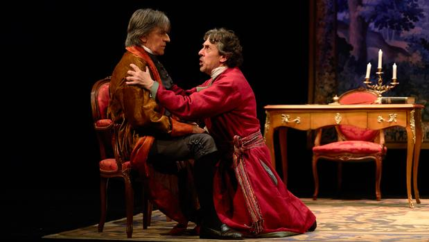 Josep Maria Flotats (Voltaire) y Pere Ponce (Rousseau) en una escena de la obra