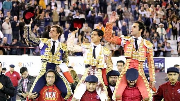 El Juli, Luis David Adame y Juan Pablo Sánchez salen a hombros
