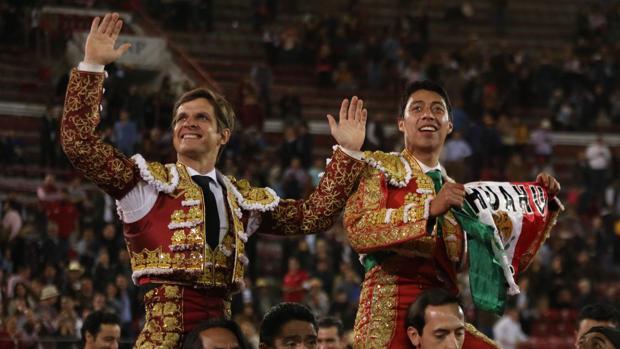 El Juli y Sergio Flores salen a hombros