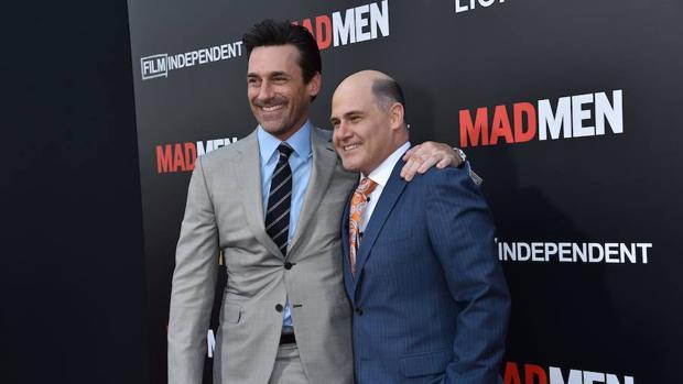 Weiner (derecha) y Jon Hamm, protagonista de «Mad Men»
