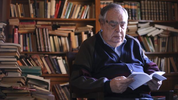 El escritor sevillano Julio Manuel de la Rosa, fallecido esta semana