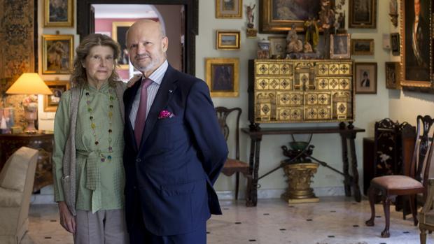 Pilar Paloma de Casanova y Barón, duquesa de Maqueda, junto a su marido Francisco López de Becerra y Solé, señor de Tejada