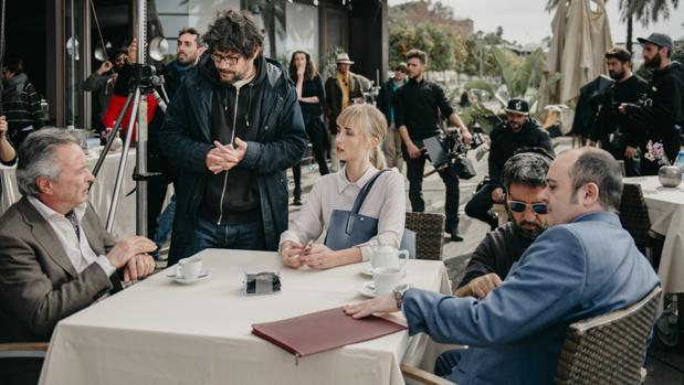 Santi Amodeo rodando una escena en Sevilla junto a Martínez, García Johnsson y Areces