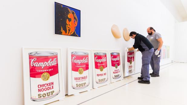 Montaje de la exposición de Andy Warhol en CaixaForum Madrid