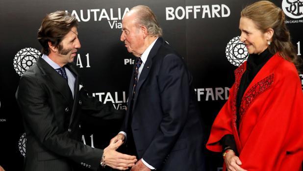 Juan José Padilla cumplimenta a Don Juan Carlos y la Infanta Elena