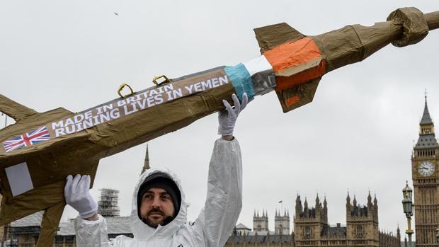 Protestas de Amnistía Internacional en Londres contra la venta de armas de Bae Systems a Arabia Saudí