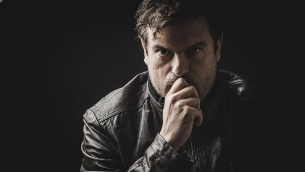 Javier León es el director de Leon Studio en San Fernando.