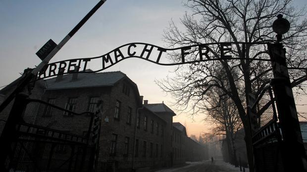 Entrada al campo de concentración de Auschwitz Birkenau