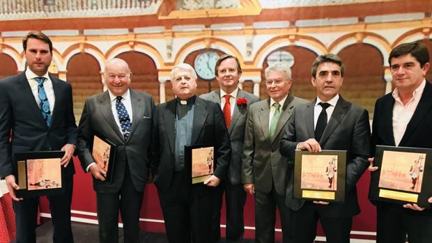 Los premiados recogen sus galardones en la Taberna del Alabardero