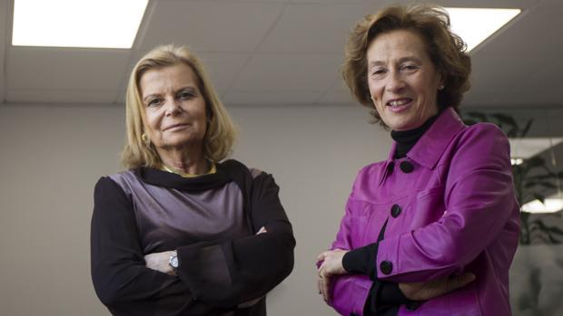 Las escritoras Carme Riera y Julia Navarro, en la sede de CEDRO