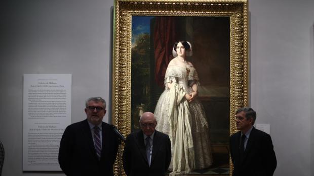 Miguel Falomir, José Pedro Pérez-Llorca y Javier Barón, de izquierda a derecha, ayer en el Prado ante el cuadro de Federico de Madrazo donado por Alicia Koplowitz