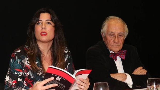 Victoria Ash e Inocencio Arias durante la lectura de poemas que realizaron en Valladolid