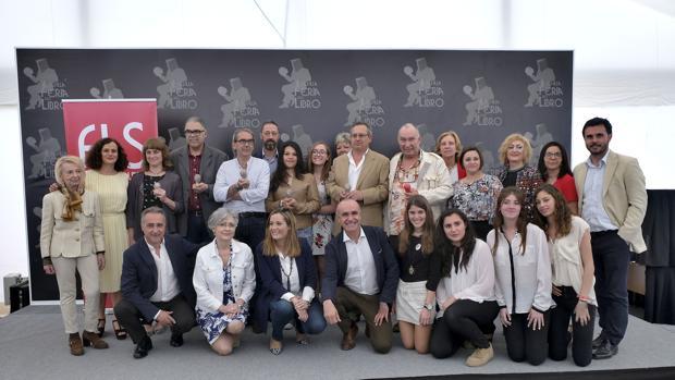 Los premiados, ayer junto a la dirección de la Feria y responsables políticos municipales