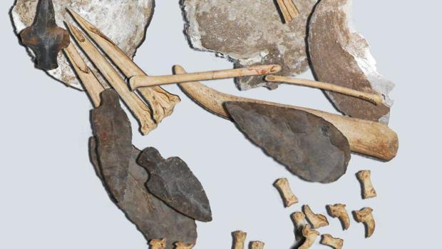 Los huesos afilados eran empleados para realizar tatuajes