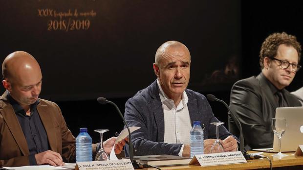 Antonio Muñoz, John Axelrod y José Manuel Girela, ayer durante la presentación de la nueva temporada de la ROSS
