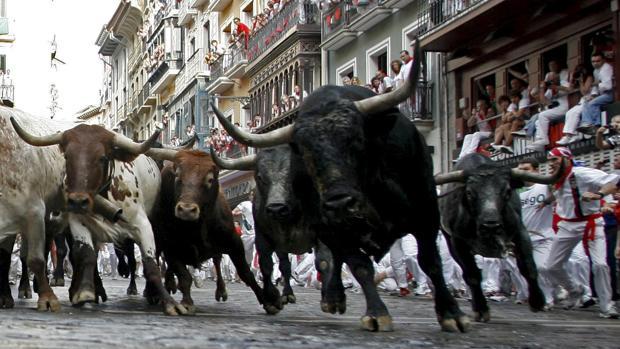 Encierro de Miura por las calles de Pamplona