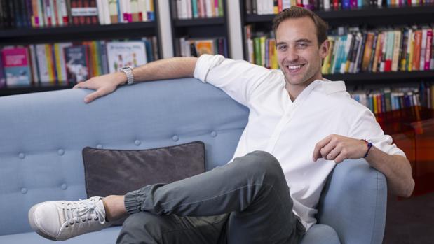 Joël Dicker: «Me inquieta que la gente no se informe cuando lee cosas en internet»