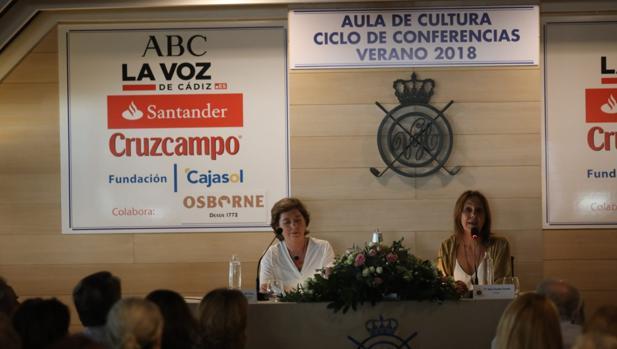 María Dueñas, durante su intervención