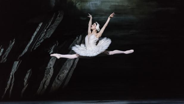 Marianela Núñez, en el segundo acto de «El lago de los cisnes»