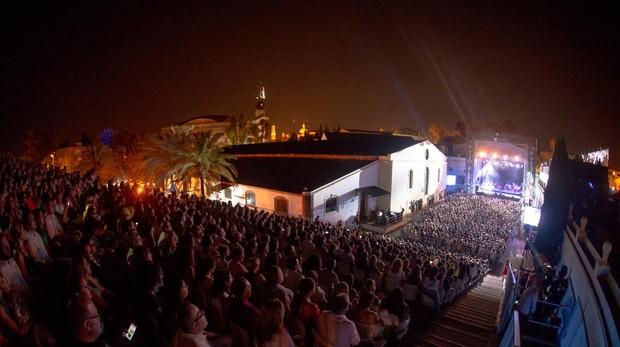 Más de 20.000 personas disfrutaron de Juanes, Loquillo y Luz Casal, entre otros artistas.