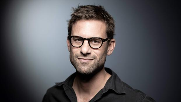 El escritor Nicolas Mathieu, galardonado con el premio Goncourt, el premio literario más prestigioso de Francia