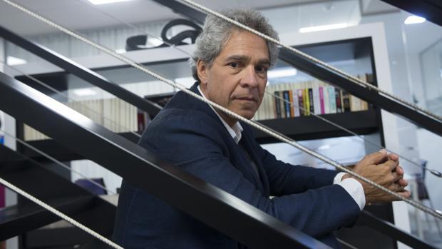 El escritor guatemalteco Rodrigo Rey Rosa, fotografiado en Madrid, poco antes de la entrevista