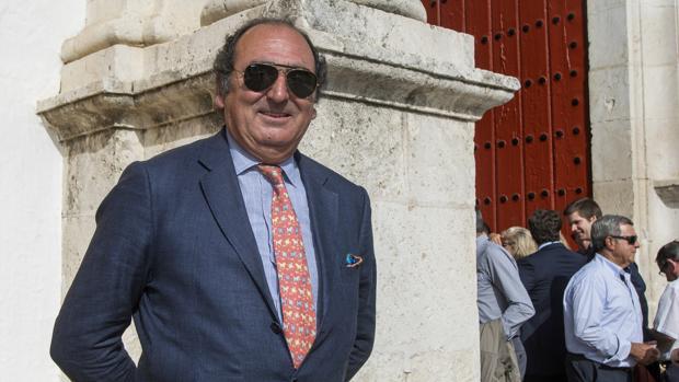 Leopoldo de la Maza Ybarra en la Puerta del Príncipe de la Maestranza