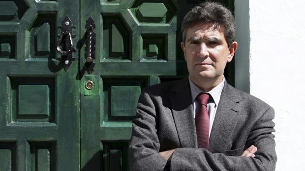 Fernando García Calderón regresa a sus orígenes publicando su primera novela