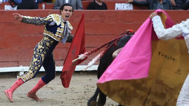 Joaquín Galdos, tras la estocada