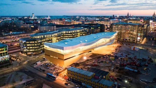 La biblioteca «Oodi», situada en pleno centro de Helsinki