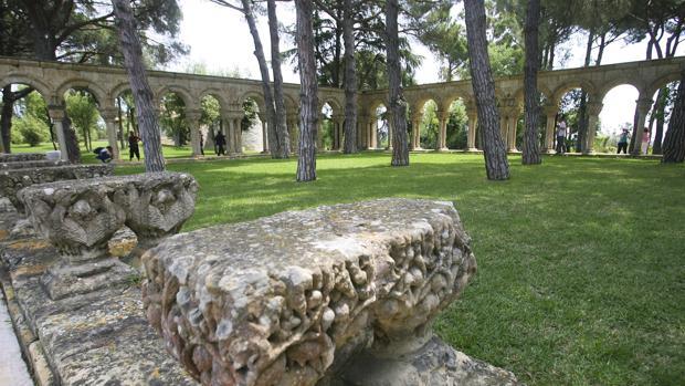 Un nuevo estudio reabre el debate sobre el claustro de Palamós: el 43% de los capiteles son del siglo XII