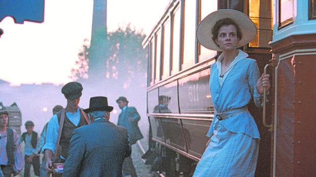 Juli Jakab encarna a Írisz, una joven en busca de su pasado familiar por las calles del Budapest de 1913