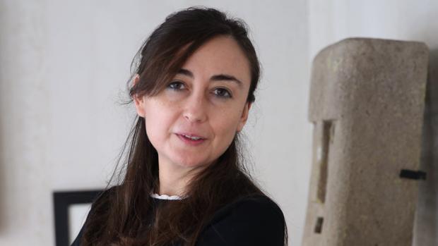 Elvira Navarro: «Si pones en duda las consignas de los tuyos, sean izquierdas o derechas, te expulsan de la tribu»